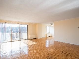 1530 Beacon St Living Room