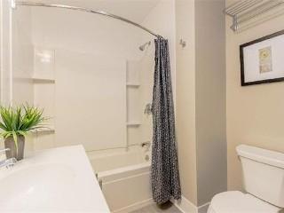 52-54 Kent St Bathroom